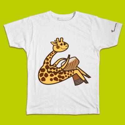 maglietta per bambino con il disegno di una giraffa che suona il tamburo, t-shirt for kids with a GIRAFFE, disegnata da Ardoq