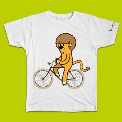 maglietta per bambino con il disegno di un leone in bicicletta, t-shirt for kids with a LION riding a bike, disegnata da Ardoq